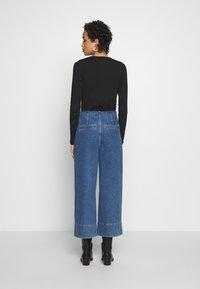 Selected Femme - JAMIE - Široké džíny - medium blue denim - 2