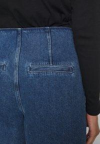 Selected Femme - JAMIE - Široké džíny - medium blue denim - 5