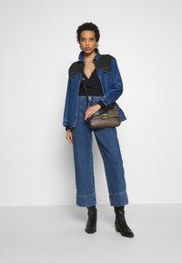 Selected Femme - JAMIE - Široké džíny - medium blue denim - 1