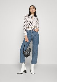 Selected Femme - SLFKATE RAIL - Straight leg jeans - medium blue denim - 1