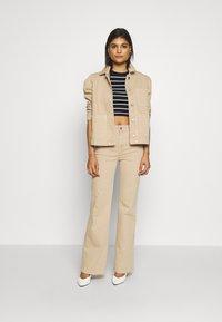 Selected Femme - SLFELLA CORNSTALK  BOOTCUT JEANS - Jeans bootcut - cornstalk - 1