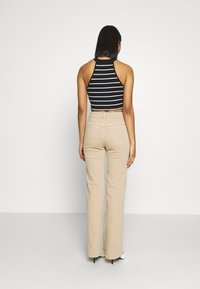 Selected Femme - SLFELLA CORNSTALK  BOOTCUT JEANS - Jeans bootcut - cornstalk - 2