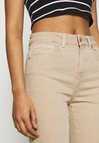Selected Femme - SLFELLA CORNSTALK  BOOTCUT JEANS - Jeans bootcut - cornstalk - 3