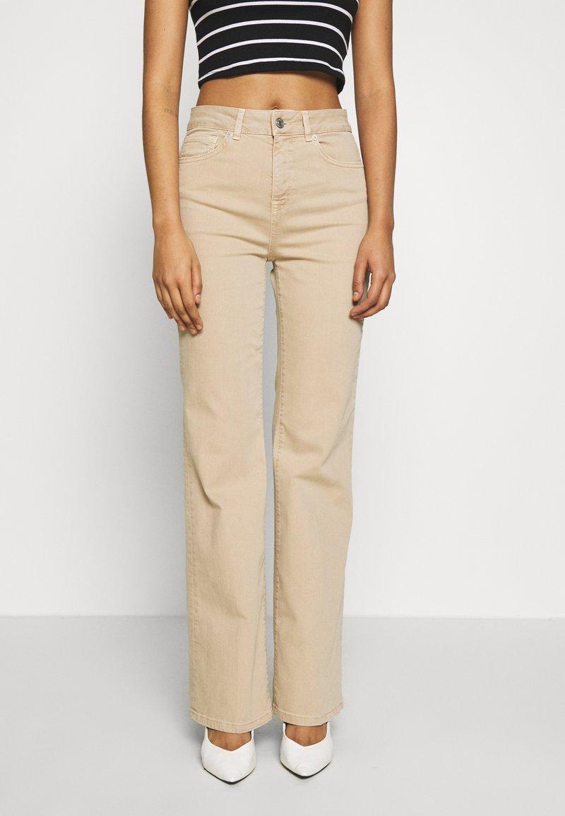 Selected Femme - SLFELLA CORNSTALK  BOOTCUT JEANS - Jeans bootcut - cornstalk