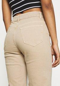 Selected Femme - SLFELLA CORNSTALK  BOOTCUT JEANS - Jeans bootcut - cornstalk - 5