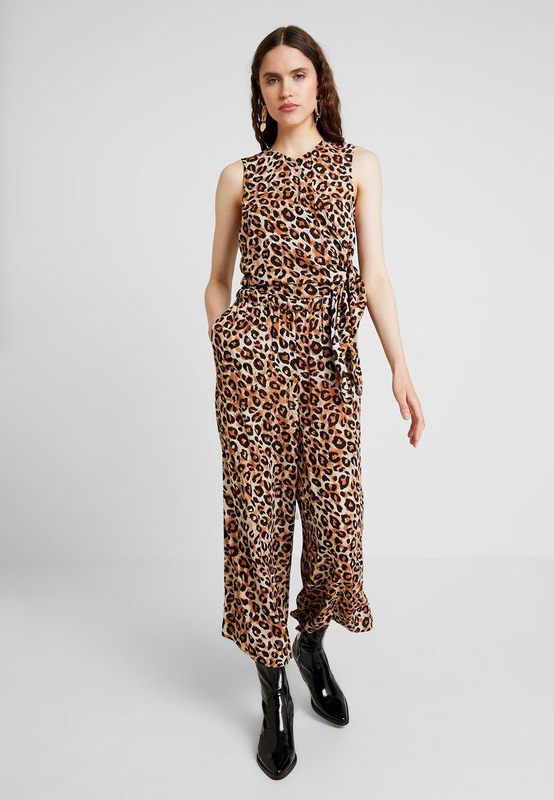 Selected Femme - SLFLEONI CROPPED - Jumpsuit - sandshell