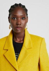 Selected Femme - SFSASJA COAT CAMP - Krátký kabát - lemon curry - 3