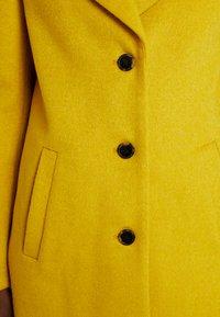 Selected Femme - SFSASJA COAT CAMP - Krátký kabát - lemon curry - 7
