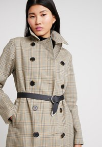 Selected Femme - SLFLYDIA COAT - Frakker / klassisk frakker - birch/brown - 3