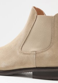 Selected Homme - SLHLOUIS CHELSEA BOOT - Classic ankle boots - crockery - 5