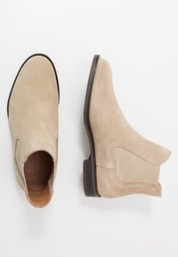 Selected Homme - SLHLOUIS CHELSEA BOOT - Classic ankle boots - crockery - 1