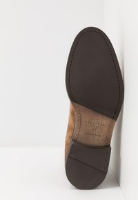 Selected Homme - SLHLOUIS CHELSEA BOOT - Stiefelette - cognac - 4