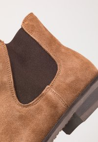 Selected Homme - SLHLOUIS CHELSEA BOOT - Stiefelette - cognac - 5
