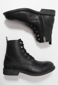 Selected Homme - SLHTERREL BOOT - Šněrovací kotníkové boty - black - 1