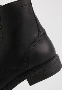 Selected Homme - SLHTERREL BOOT - Šněrovací kotníkové boty - black - 5