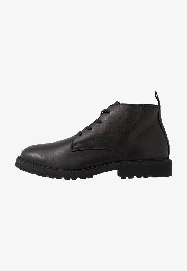 SLHDANIEL CHUKKA BOOT - Šněrovací kotníkové boty - black