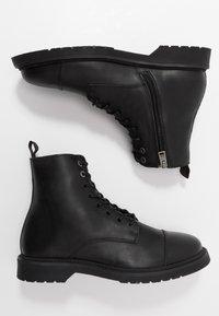 Selected Homme - SLHTONY BOOT - Šněrovací kotníkové boty - black - 1