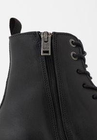 Selected Homme - SLHTONY BOOT - Šněrovací kotníkové boty - black - 5