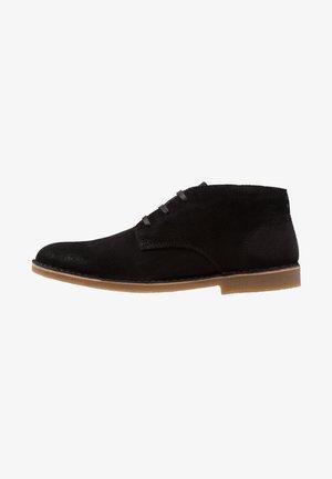 SLHROYCE DESERT - Volnočasové šněrovací boty - black