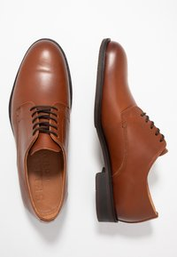 Selected Homme - SLHLOUIS DERBY SHOE - Stringate eleganti - cognac - 1