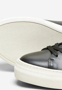 Selected Homme - Sneakersy niskie - black - 4