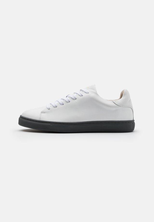 SLHDAVID CONTRAST SOLE TRAINER - Sneaker low - grey