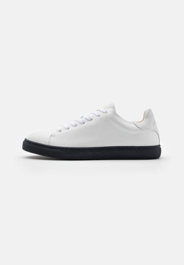 SLHDAVID CONTRAST SOLE TRAINER - Sneaker low - sky captain