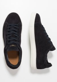 Selected Homme - SLHDAVID PERFORATED TRAINER - Baskets basses - dark navy - 1