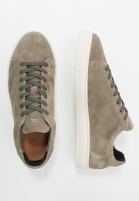 Selected Homme - SLHDAVID PERFORATED TRAINER - Tenisky - deep green - 1