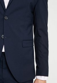 Selected Homme - SHDNEWONE MYLOLOGAN SLIM FIT - Suit - navy blazer - 7