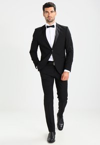 Selected Homme - SHDNEWONE PEAKLOGAN SLIM FIT - Dress - black - 1