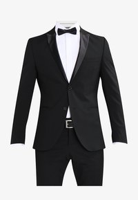 Selected Homme - SHDNEWONE PEAKLOGAN SLIM FIT - Dress - black - 8