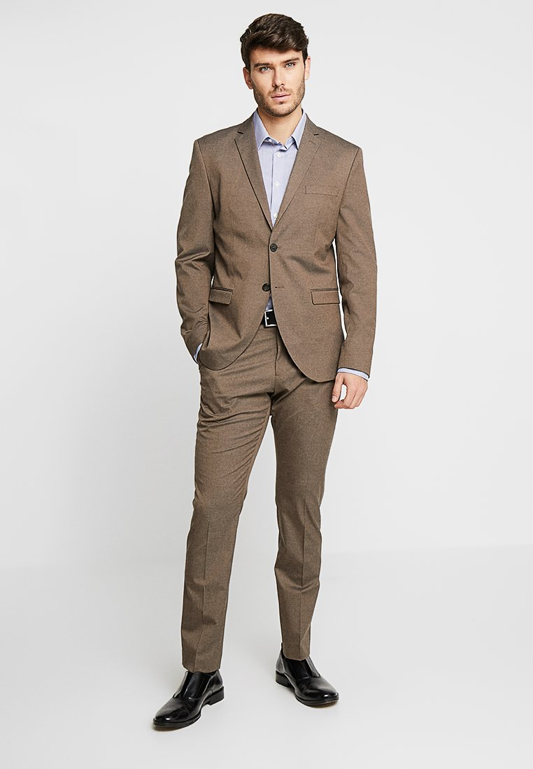Selected Homme - SLHSLIM MYLOLOGAN  SUIT  - Traje - brown sugar