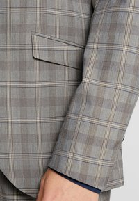 Selected Homme - SLHSLIM RICLOGAN CHECK SUIT - Costume - sand - 7