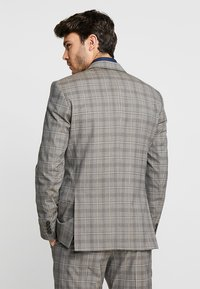 Selected Homme - SLHSLIM RICLOGAN CHECK SUIT - Costume - sand - 3