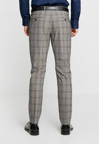 Selected Homme - SLHSLIM RICLOGAN CHECK SUIT - Costume - sand - 5