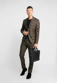 Selected Homme - SLHSLIM MYLORANK SUIT  - Oblek - camel/red - 1