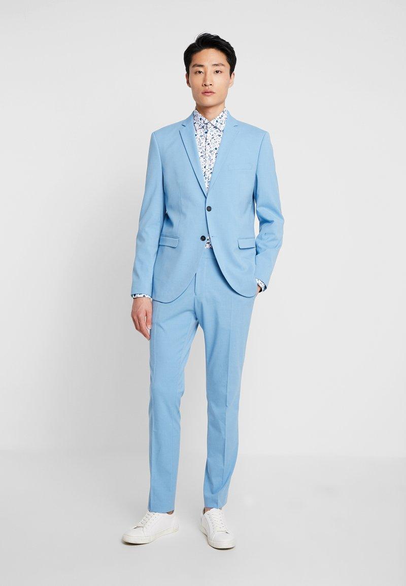 Selected Homme - SLHSLIM MYLOLOGAN SUIT - Oblek - light blue