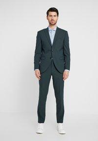 Selected Homme - SLHSLIM MYLOLOGAN SPRUCE SUIT  - Suit - darkest spruce - 0