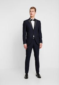 Selected Homme - SLHSLIM-TIGALOGAN TUX SUIT - Kostuum - dark navy - 1