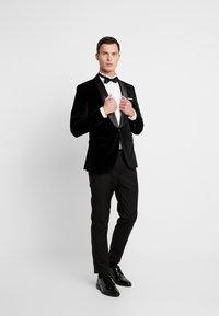 Selected Homme - SLHSLIM-HICKVELVET  - blazer - black - 1