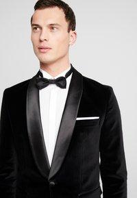Selected Homme - SLHSLIM-HICKVELVET  - blazer - black - 3