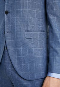 Selected Homme - SLHSLIM MYLOMORY CHECK SUIT - Oblek - medium blue/light blue - 10