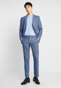 Selected Homme - SLHSLIM MYLOMORY CHECK SUIT - Oblek - medium blue/light blue - 1