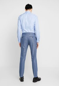 Selected Homme - SLHSLIM MYLOMORY CHECK SUIT - Oblek - medium blue/light blue - 3