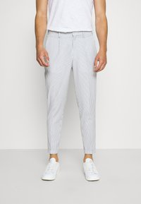 Selected Homme - SLHSLIM YONG WHITE STRIPE SUIT - Completo - white/blue - 4