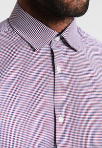 Selected Homme - SHDONENEW MARK SLIM FIT - Camicia elegante - bright white/red/navy/white - 3