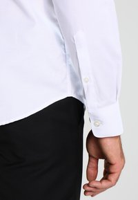 Selected Homme - SHDONENEW MARK SLIM FIT - Businesshemd - bright white - 4