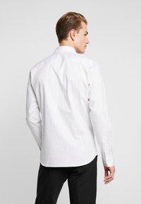 Selected Homme - SHDONENEW MARK SLIM FIT - Formální košile - white/light blue - 2