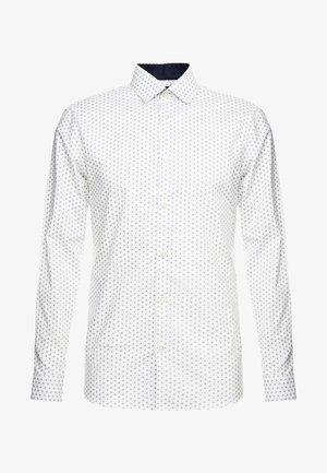SHDONENEW MARK SLIM FIT - Formal shirt - white/light blue